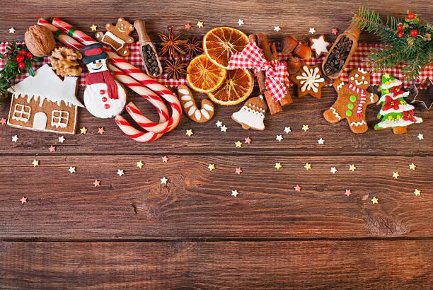 christmas background with christmas cookies, decoration and spices - backrahmen stock-fotos und bilder