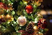 クリスマスの背景に christmass ボールソフトフォーカス