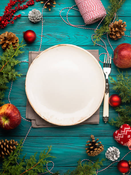 christmas background with dish and cutlery - pranzo di natale foto e immagini stock