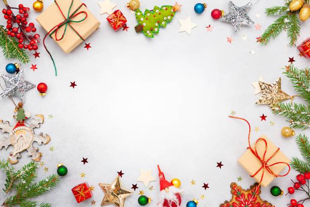 ギフトボックス、お祝いの装飾、モミの木の枝とクリスマスの背景 - クリスマス ストックフォトと画像