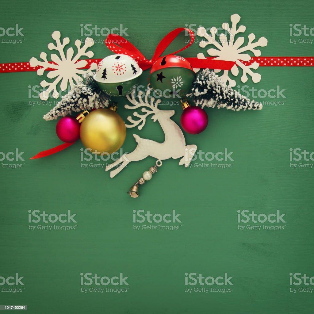 2 x renne en bois Décoration de Noël rouge /& blanc avec ruban jingle bells