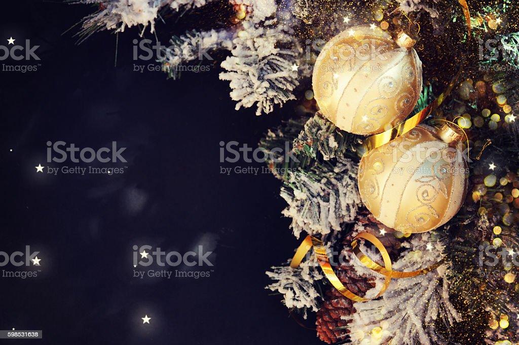 Christmas backround. Fir branch with decorations. photo libre de droits