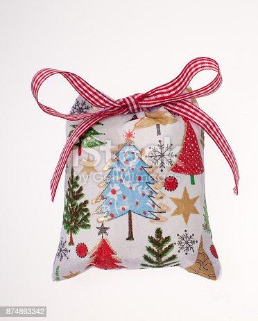 istock Christmas bag 874863342