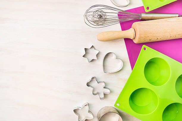 weihnachten backen tools für cookie-schuh mit cupcake, kuchen - musik kuchen stock-fotos und bilder