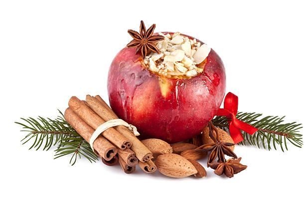 weihnachten gebackene apfel isoliert - bratäpfel stock-fotos und bilder