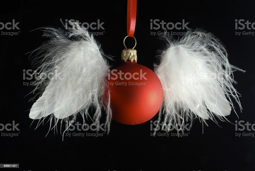 Bolas de Navidad ser disimuladas como ocurre un ángel 1 foto de stock libre de derechos