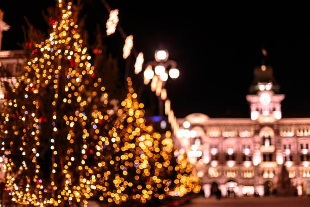 weihnachts-ball im quadrat von triest - friaul julisch venetien stock-fotos und bilder