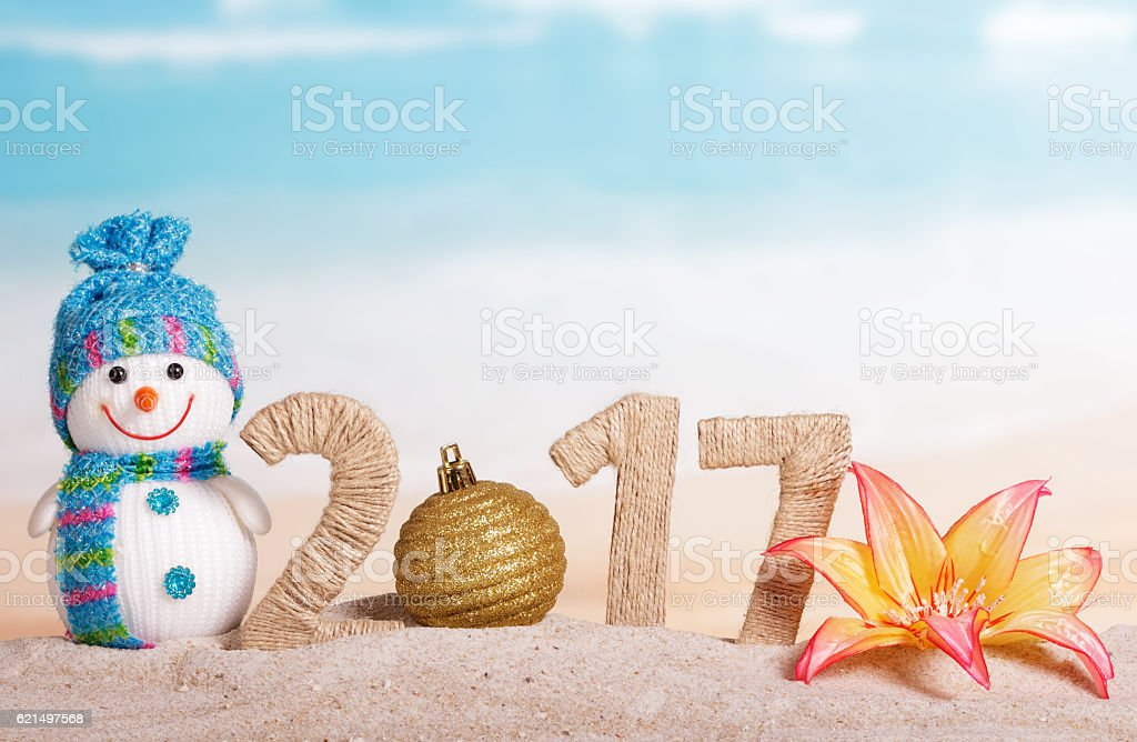 Christmas ball instead number 0 in amount 2017 against sea. foto stock royalty-free