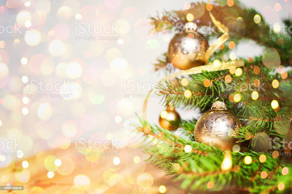 Weihnachtskugel mit textfreiraum und glitzernden Hintergrund – Foto