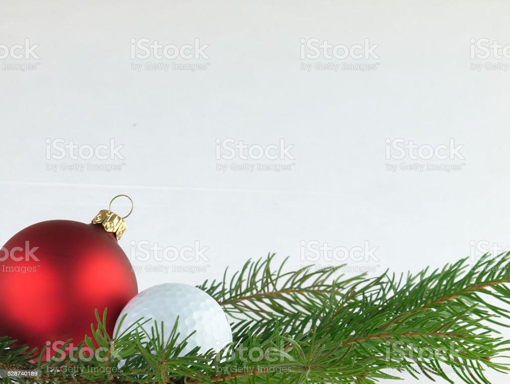 Boże Narodzenie piłki i Piłka do golfa na białym tle. – zdjęcie