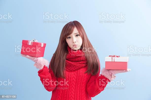 Christmas beauty woman picture id614321100?b=1&k=6&m=614321100&s=612x612&h=nhzo pwyripqlf7pi5uy7vnuly1zrf7gwabu2jrmc3o=