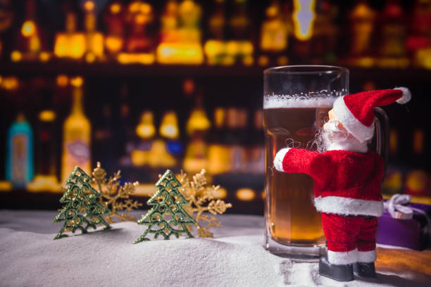 christmas beer on snow with decorative artwork - scrofa foto e immagini stock