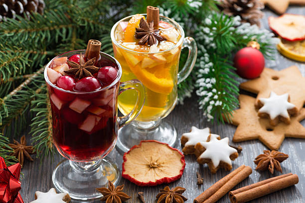 weihnachten getränke, kekse und gewürzen, horizontal - apfelweinkuchen stock-fotos und bilder