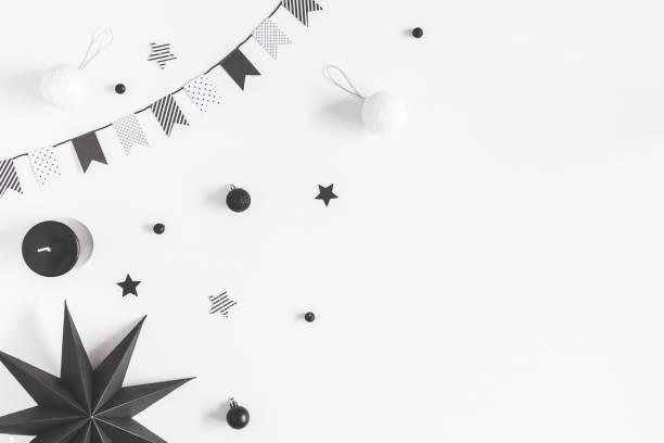 Décorations de Noël noir et blanc. Vue plate Lapointe, top - Photo