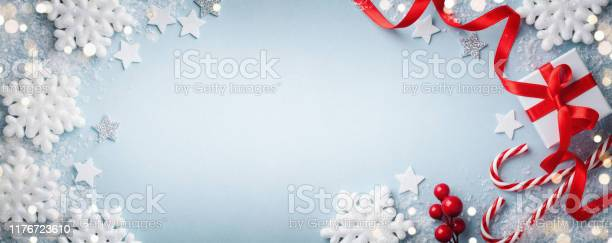 Christmas blue background gift or present box white snowflakes and picture id1176723610?b=1&k=6&m=1176723610&s=612x612&h=uq 02pv4airwyuui3tvbeq bhsezstezgekw3lesv44=