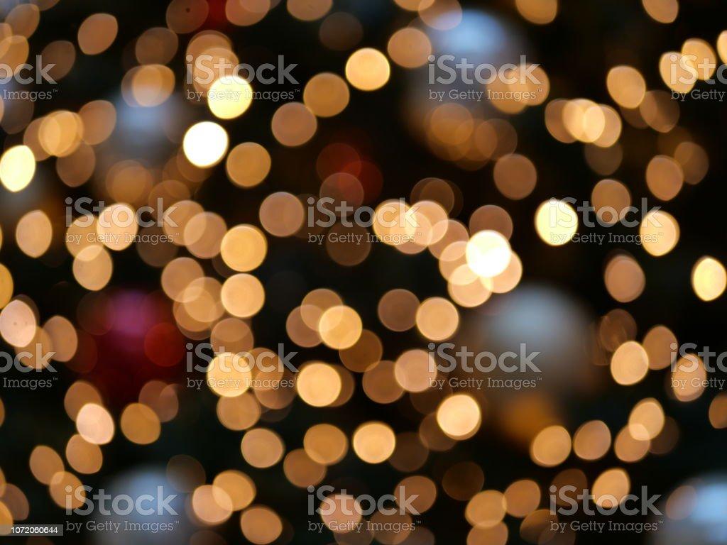 Weihnachten-Bokeh von Lichtern und Christbaumschmuck – Foto