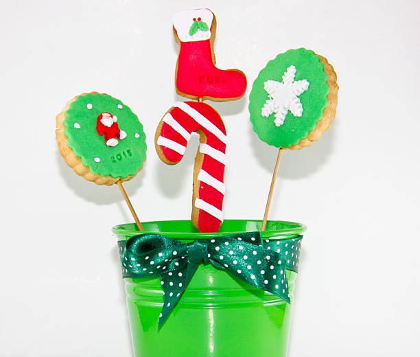 christmas cake pops - lutscher cookies stock-fotos und bilder