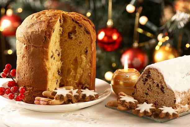 natale torte e biscotti - panettone foto e immagini stock