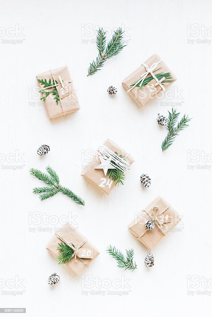 Christmas calendar. Christmas gift, fir branches, pine cones – Foto