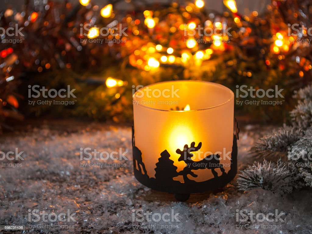 Christmas candle is standing in the snow. foto royalty-free