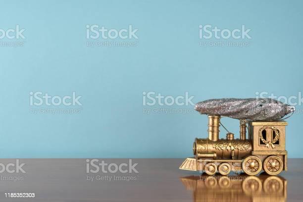 Christmas card furtree toy on the toy train new year background picture id1185352303?b=1&k=6&m=1185352303&s=612x612&h=os9wwjpgjrsy3nyuahqjsqjnrll952revku9i0zqddy=
