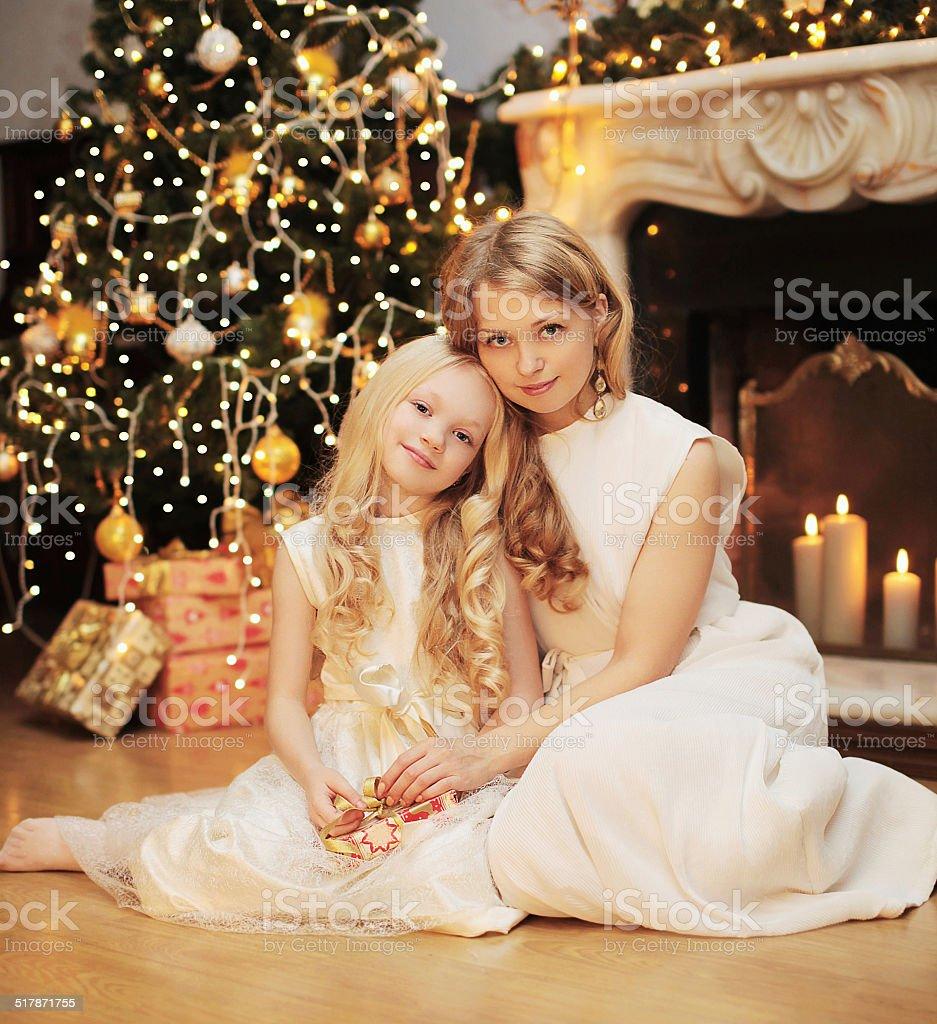 b1b28e90a625e Noël, fête et personnes concept de famille heureuse, mère photo libre de  droits