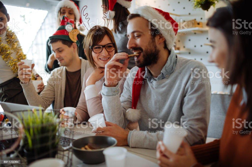事務所でクリスマスのお祝い ストックフォト