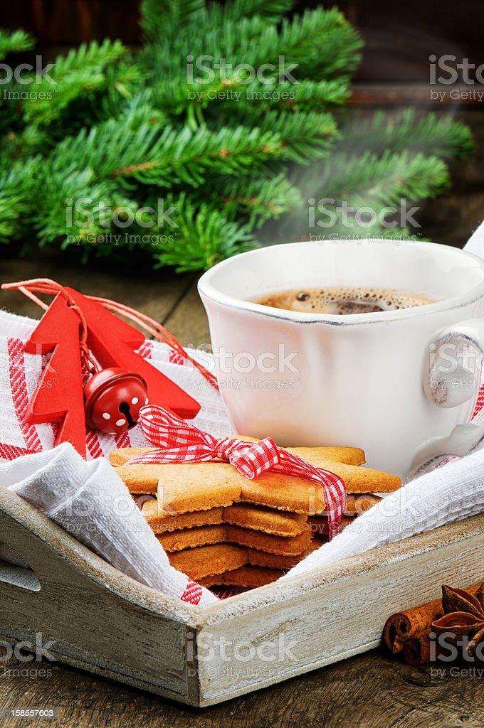크리스마스 커피 및 진저브레드 쿠키 royalty-free 스톡 사진