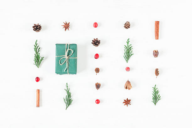 Christmas composition of pine cones, cypress branches, cranberry, gift - foto de stock