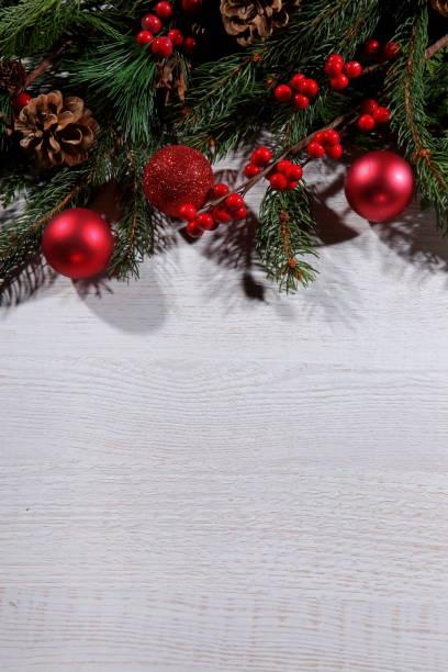 weihnachten-komposition - weihnachtssterne aus papier stock-fotos und bilder