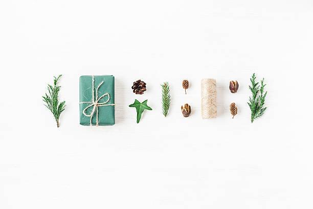 christmas composition with pine cones, cypress branches, gift. - weihnachtsideen stock-fotos und bilder