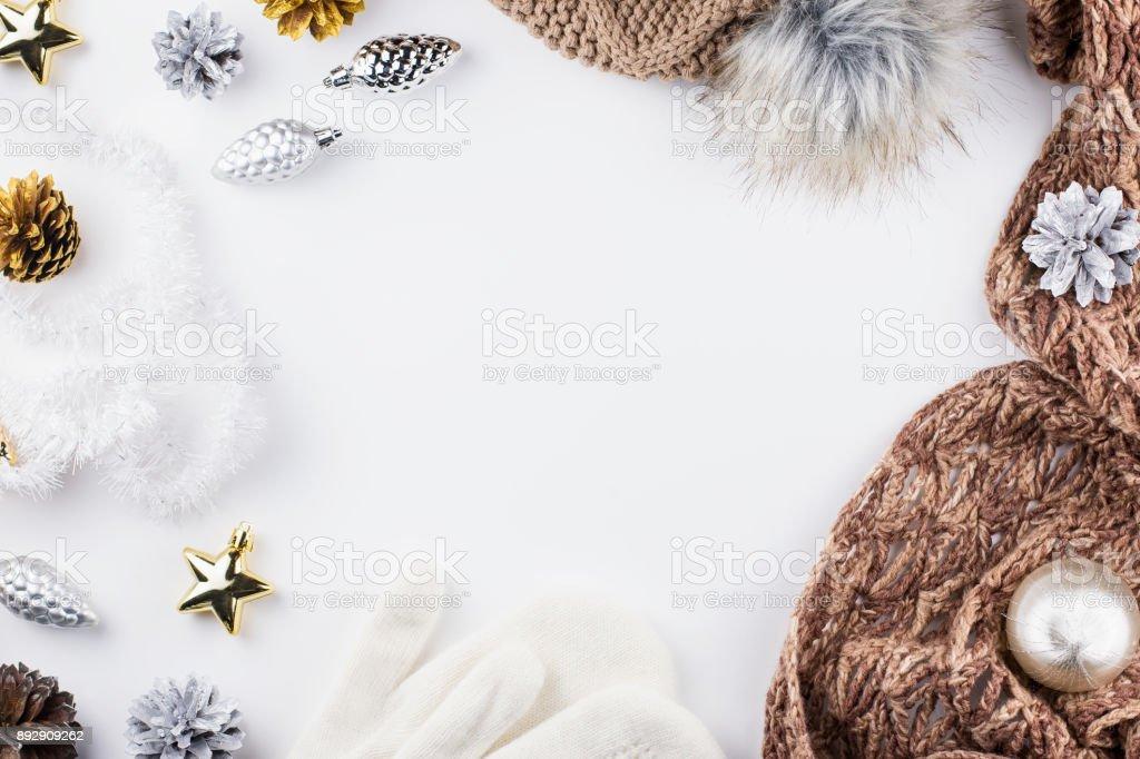 Fotografía de Concepto De Navidad Plano Lay Ropa De Invierno Cálido ...