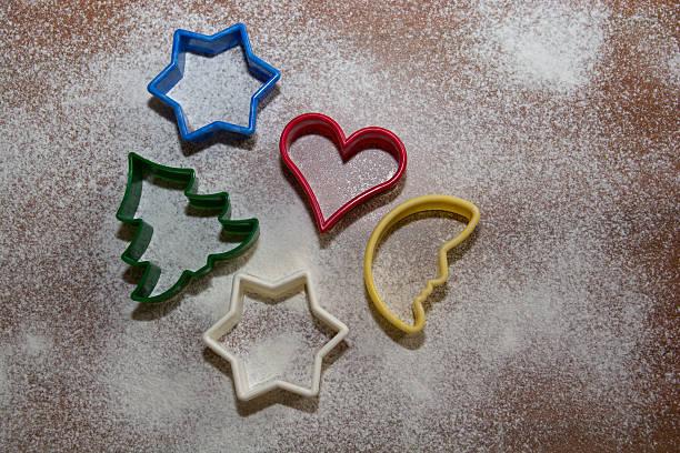 weihnachten -cookie cutter - weihnachtsplätzchen rezepte stock-fotos und bilder