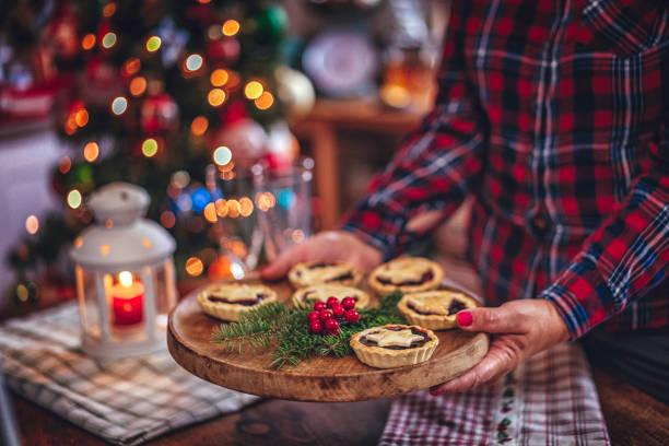 weihnachtsplätzchen mit marmelade - aufstrich weihnachten stock-fotos und bilder