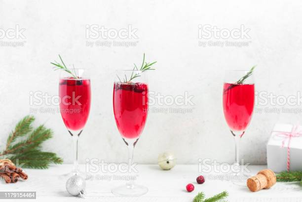 Christmas cranberry mimosa picture id1179154464?b=1&k=6&m=1179154464&s=612x612&h=ltd61atnxx2wluvcxnzakompwu4viq97tduitl6dza4=