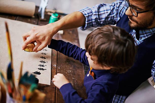 weihnachten kreativität - basteln mit kindern weihnachten stock-fotos und bilder