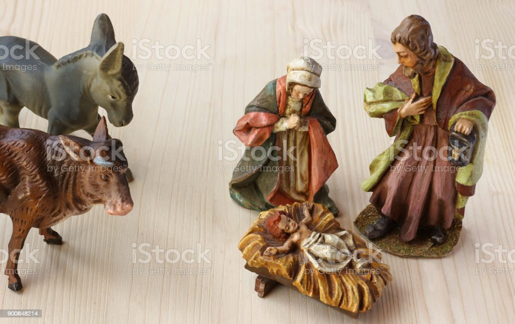 Christmas crib scenery with ox and donkey - foto stock