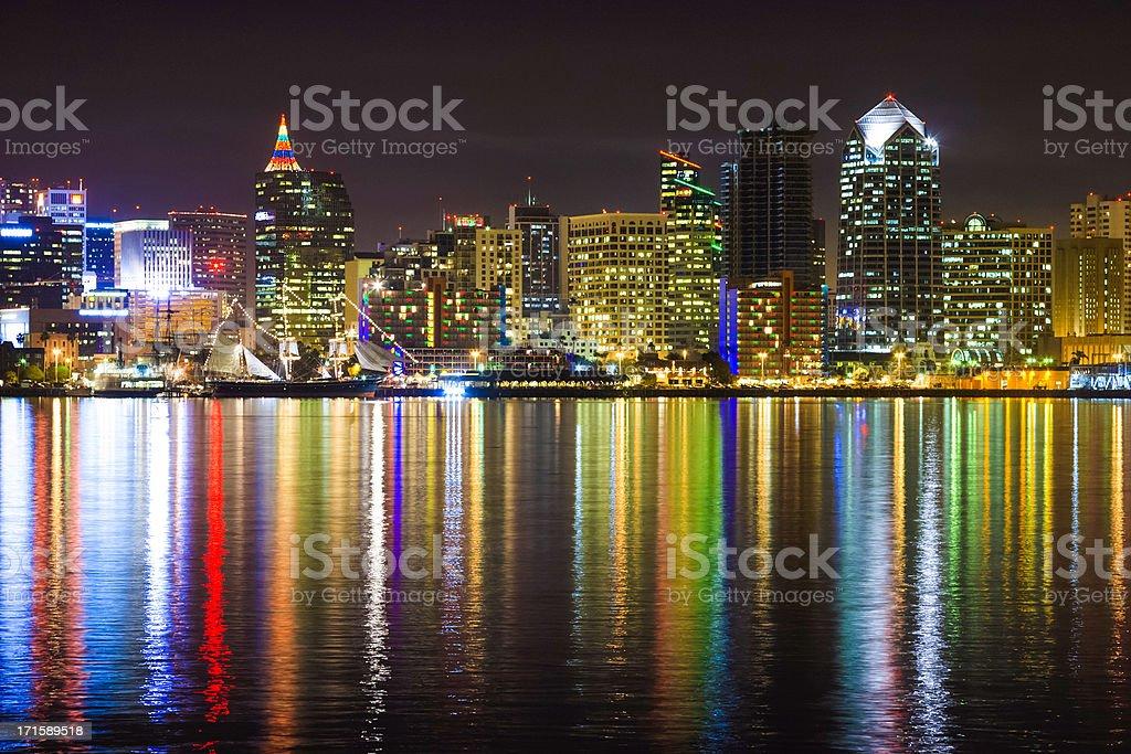 Weihnachten Die San Diego Skyline Der Stadt Den Hafen Reflexionen ...