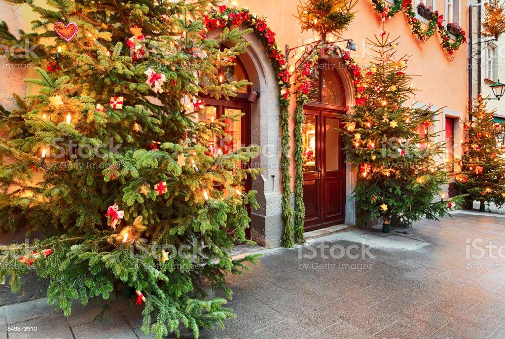 Weihnachten dekoriert Straße – Foto