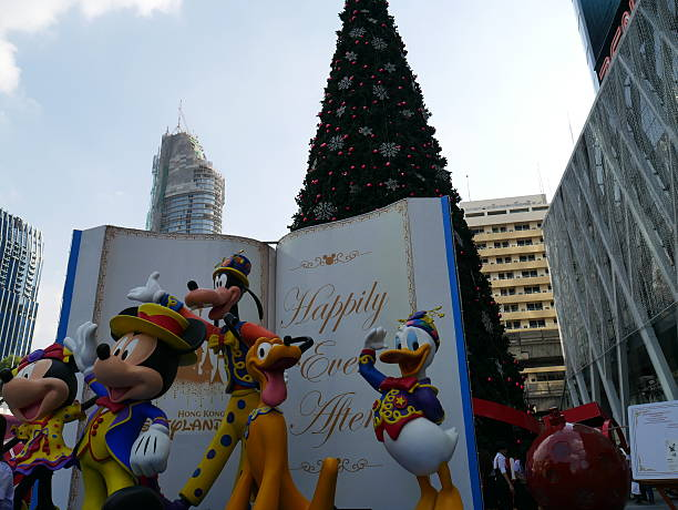 Christmas decoration and shopping mall picture id500627000?b=1&k=6&m=500627000&s=612x612&w=0&h=tpmo8nunnn2rpjmlpgo wotou2daegjtbmnh7p7msim=
