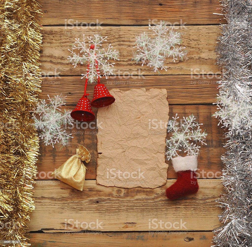 Immagini Natale Vintage.Decorazioni Di Carta E Natale Vintage Su Sfondo In Legno Fotografie Stock E Altre Immagini Di Agrifoglio Istock