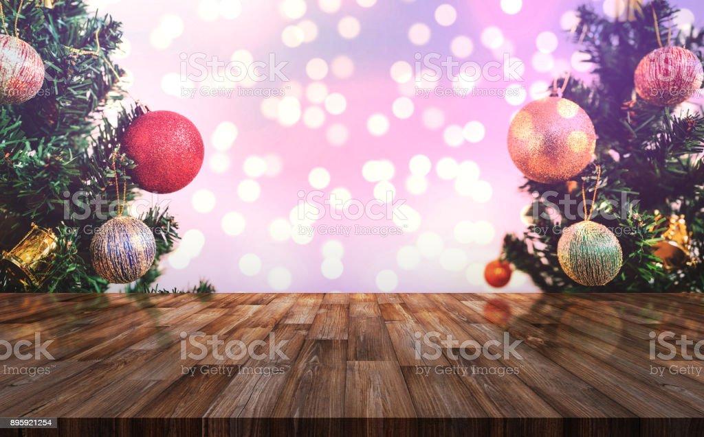 Fond de décoration de noël bureau en bois avec sapin de noël et le