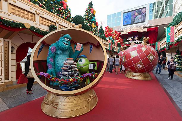 Christmas decoration in hong kong picture id459239363?b=1&k=6&m=459239363&s=612x612&w=0&h=ochmgdog4iy7dvzbuoiemaoxjm1ioxoxajhrpxcdkao=