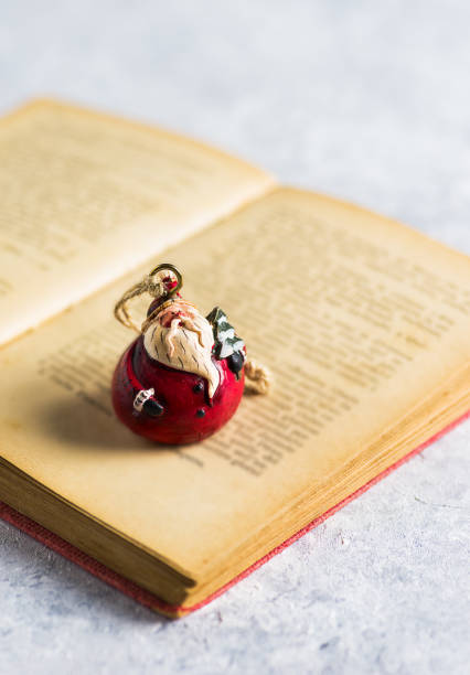 Christmas decoration, 'Santa Claus' on a open book - foto stock