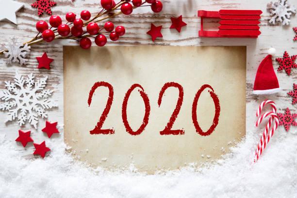 Weihnachtsdekoration, weißer Holzhintergrund, Schnee, Text 2020 – Foto
