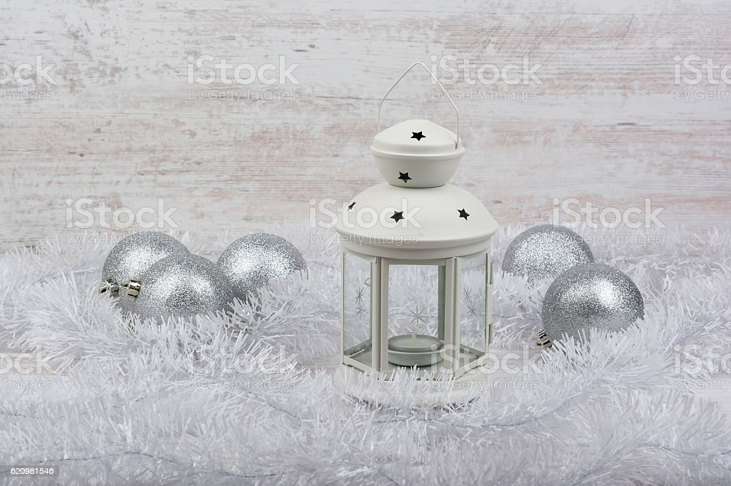 Christmas decoration with lantern on white wooden background foto royalty-free