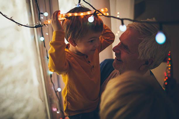 weihnachtsdekoration mit meinen großeltern - diy xmas stock-fotos und bilder