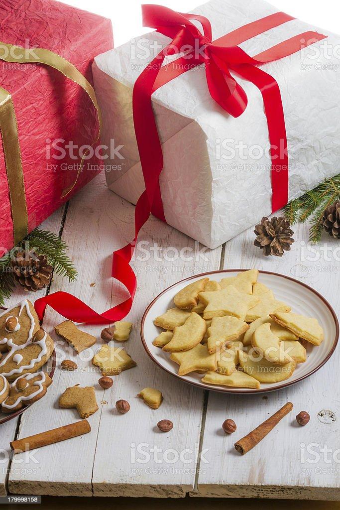 크리스마스 장식품 및 쿠키 선물 royalty-free 스톡 사진