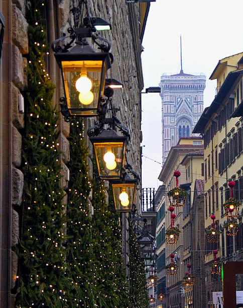 """weihnachten dekoration und den belfry """""""" giotto in florenz, toskana - giotto stock-fotos und bilder"""