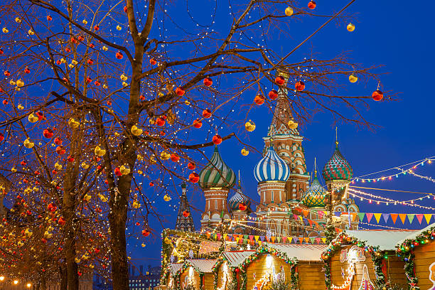 christmas decorations at the red square, moscow, russia - cultura russa - fotografias e filmes do acervo